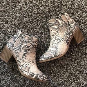Qupid snakeskin brown booties